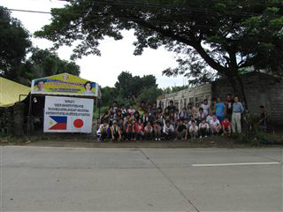 ODA資金で学校を建設の看板と活動RASAメン